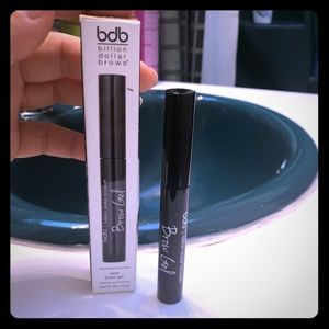 NIB BILLION DOLLAR BROWS CLEAR BROW GEL